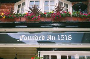 Really_old_pub_in_windsor